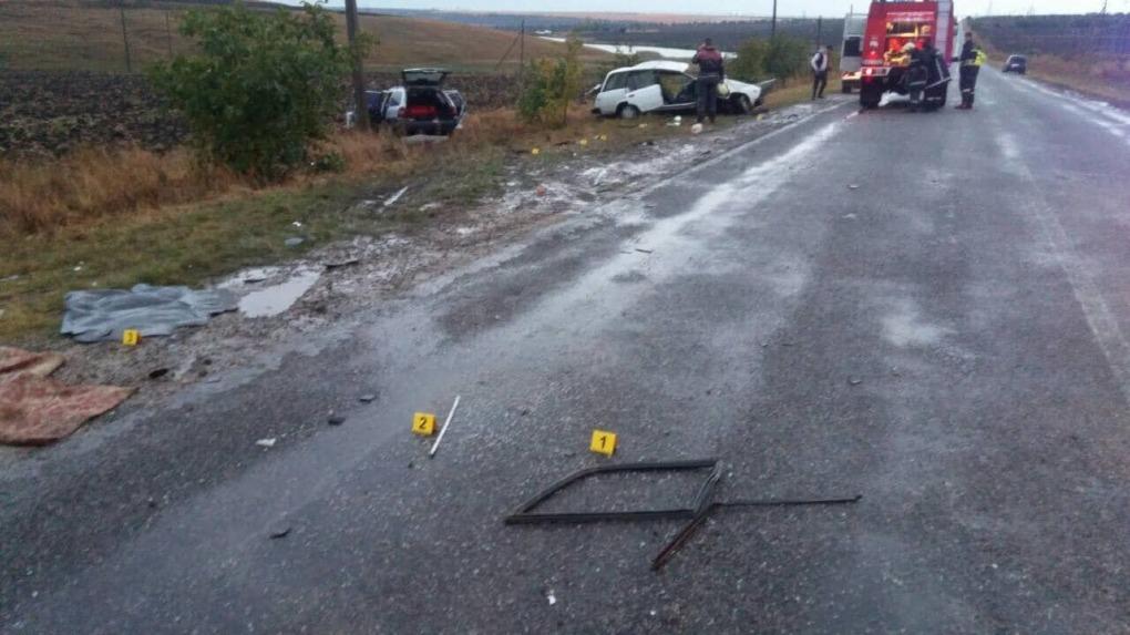 Один человек погиб, а еще шестеро получили ранения в страшном ДТП в Дрокии (ФОТО)