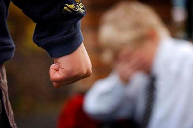 Внеклассные «разборки»: школьник избил и отобрал деньги у младшего однокашника