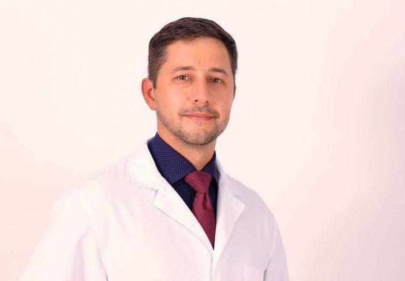 Фигурирующий в деле о коррупции врач признал свою вину и вернулся к работе