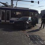 Новая авария в столице: столкнулись легковушка и троллейбус (ФОТО)