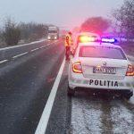 Внимание, водители! Движение на дорогах затруднено из-за выпавшего в некоторых регионах снега