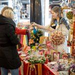 В столичные магазины уже завезли Новый год: ёлочные игрушки и украшения начали вовсю продавать за 2 месяца до праздника (ВИДЕО)