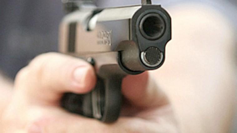 Столичный водитель отвоёвывал парковочное место у Афганского парка, угрожая оружием