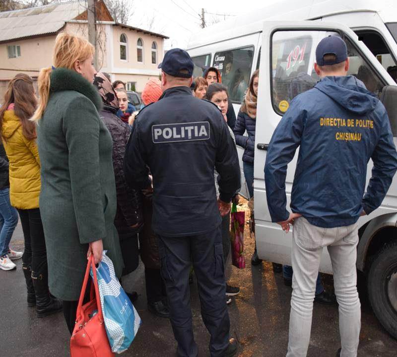 Столичная полиция проверяет пассажирские микроавтобусы (ВИДЕО)