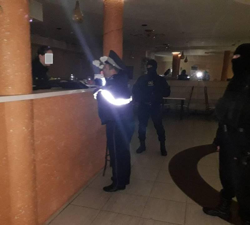 Полицейские нагрянули в бары, кафе и клубы Кишинева (ВИДЕО)