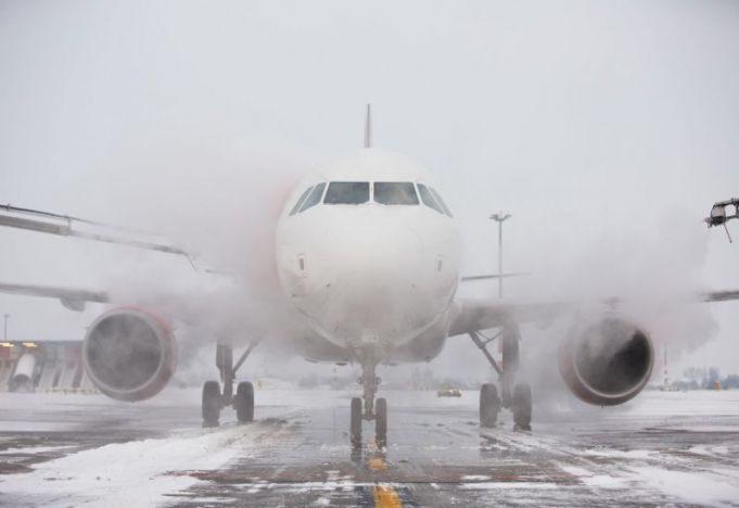 Несколько авиарейсов в кишинёвском аэропорту задержаны из-за снегопада (ТАБЛО)