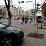 Внимание, водители! В центре города устанавливают антипарковочные столбы