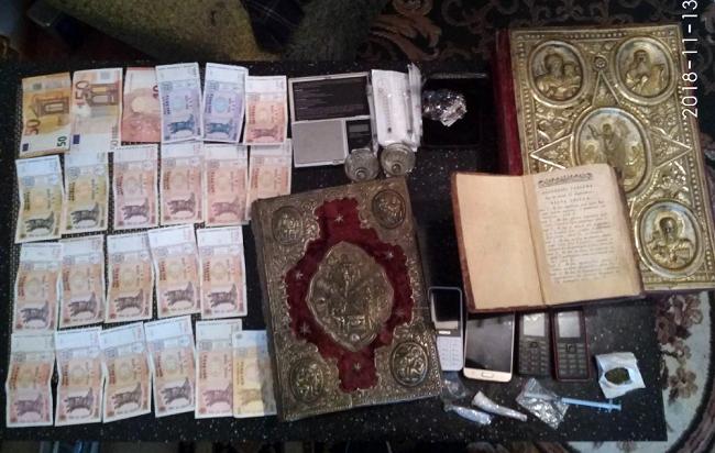Объекты культурного наследия и психотропные вещества были изъяты во время задержания членов ОПГ (ФОТО, ВИДЕО)
