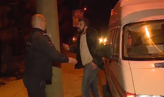 Критически пьяный водитель катафалка ехал зигзагами по дорогам столицы и справил нужду на глазах у патрульных (ВИДЕО)
