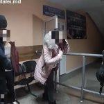 Две подруги устроили пьяный дебош в столичном заведении и не унимались даже в Инспекторате полиции (ВИДЕО)