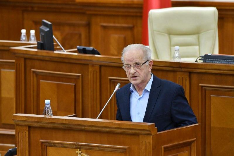 Первое заседание нового парламента возглавит социалист Эдуард Смирнов