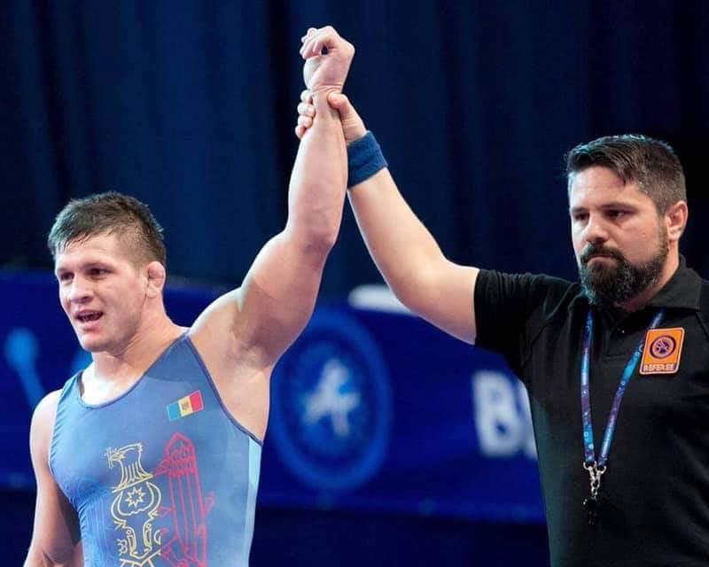 Молдаванин одержал уверенную победу на Чемпионате мира по вольной и греко-римской борьбе (ФОТО)