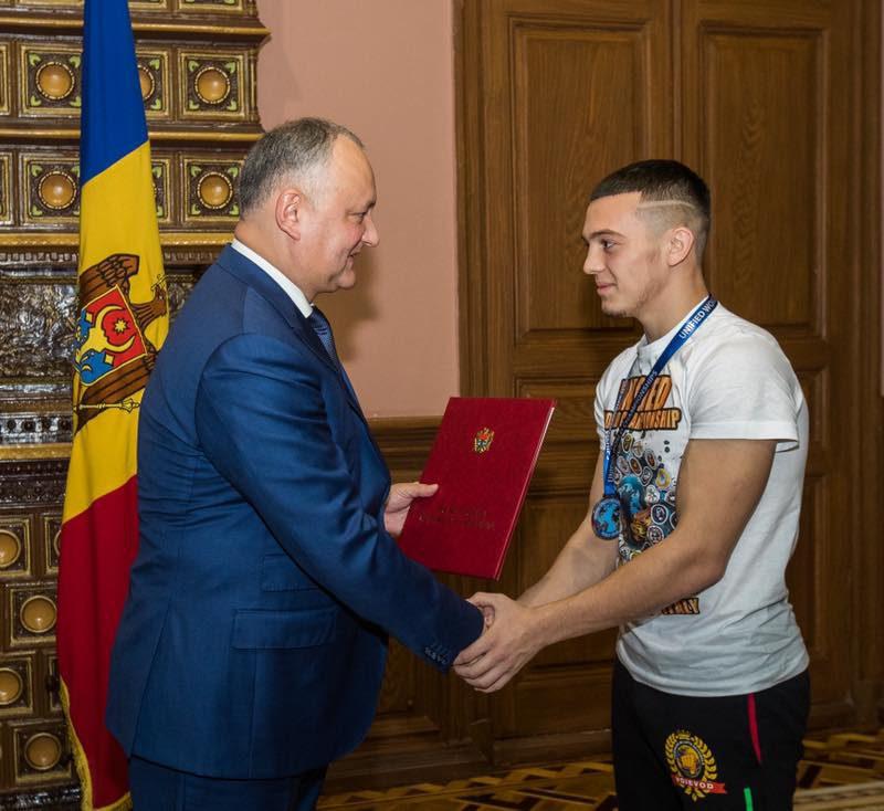 Прославившие Молдову спортсмены получили почетные дипломы президента (ФОТО)