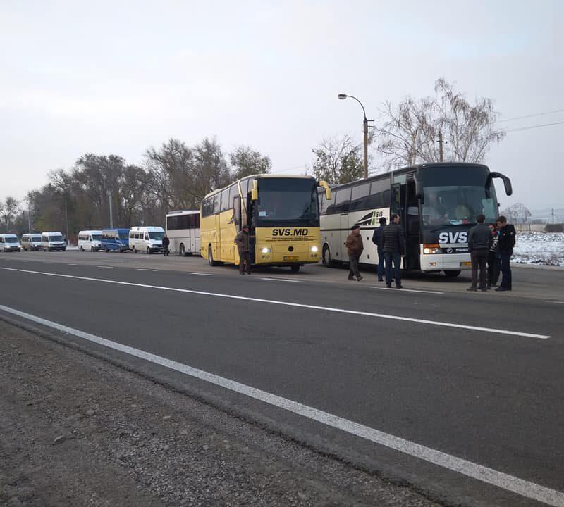 Жители всей Молдовы массово съезжаются в Кишинев на марш и митинг социалистов (ФОТО)
