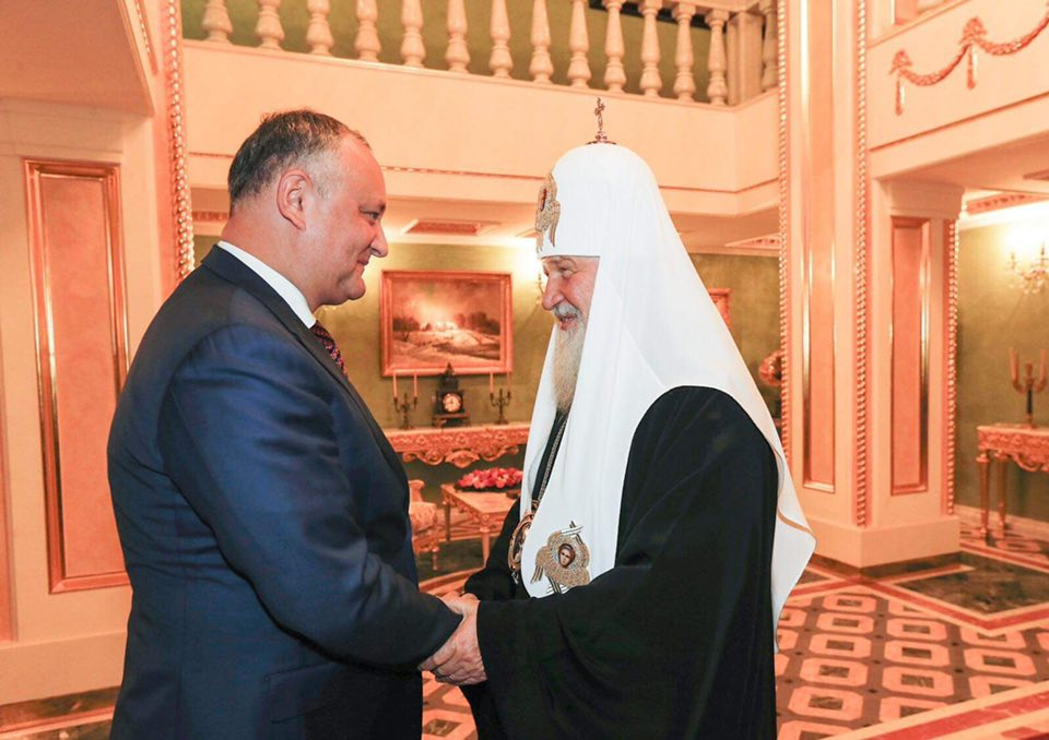 Додон поздравил Патриарха Кирилла с днем рождения