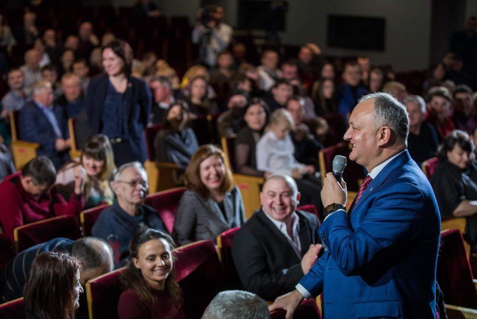 Додон: Будем и далее сплачивать молдавскую диаспору во всех уголках мира (ФОТО)