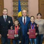 Президент продолжает поощрять прославляющих Молдову за рубежом спортсменов (ФОТО)
