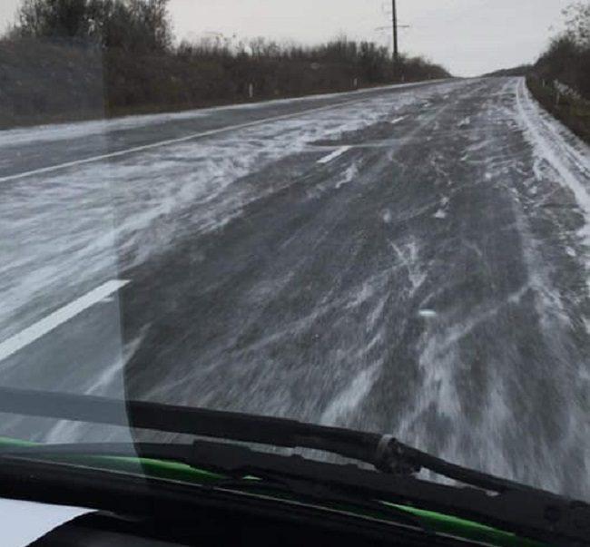 Снег засыпал дороги в Каушанах: синоптики обещают -7 градусов в выходные (ФОТО)