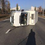 Утренняя авария в столице: перевернулся грузовик