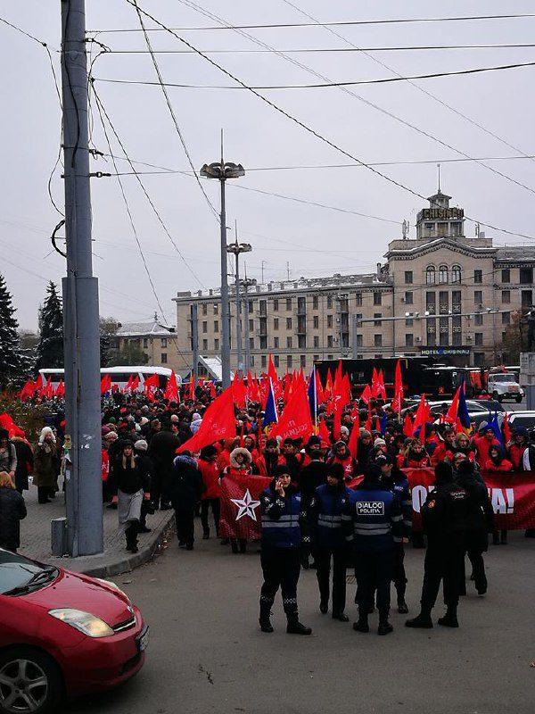 Марш ПСРМ: тысячи граждан строятся в колонны (ФОТО)
