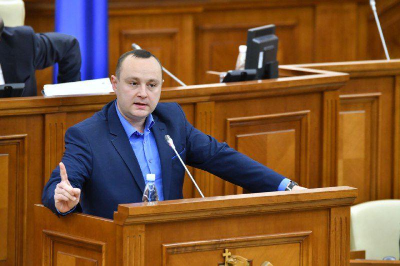 """Батрынча поставил на место """"шоровца"""" на заседании парламента (ВИДЕО)"""