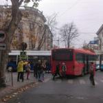 Автобус и троллейбус не поделили дорогу в центре столицы: на улицах образовались пробки (ФОТО)