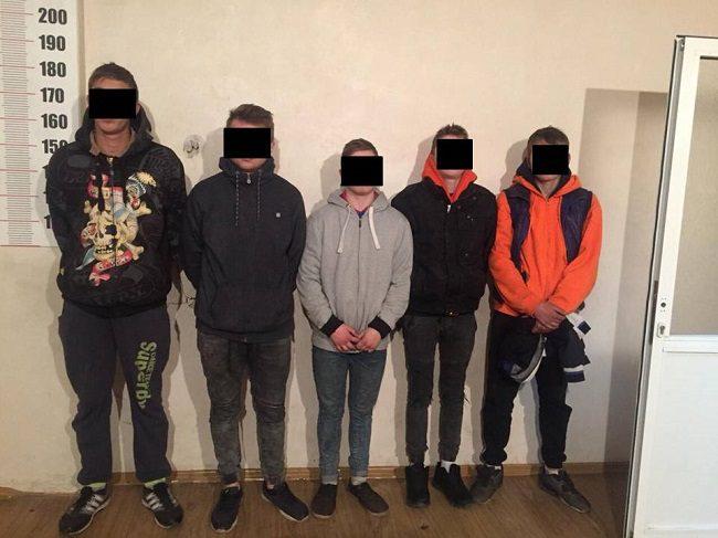 В Кишинёве 5 подростков задержаны по подозрению в серии краж и угоне автомобиля (ВИДЕО)