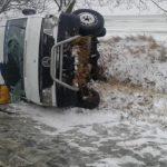 Микроавтобус рейса Кагул-Кишинёв перевернулся в Хынчештах: 4 человека госпитализированы (ФОТО)