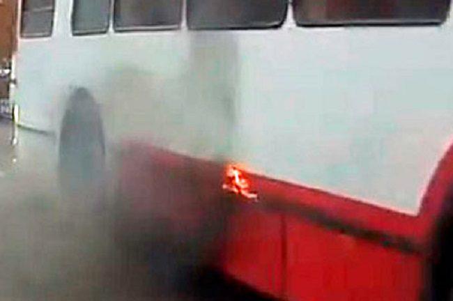 В Тирасполе на ходу загорелся троллейбус: девушка-водитель потушила огонь