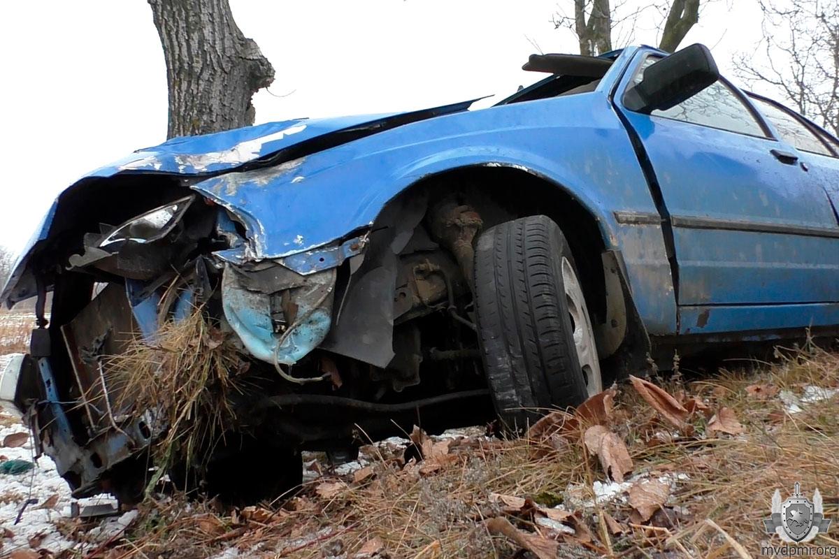 ДТП на скользкой дороге: летняя резина на авто стала причиной аварии (ФОТО)