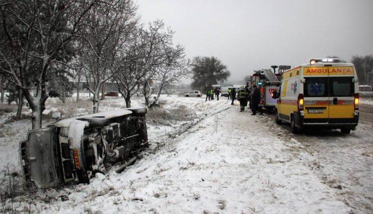 ДТП на трассе Сороки-Кишинёв: перевернулся пассажирский микроавтобус