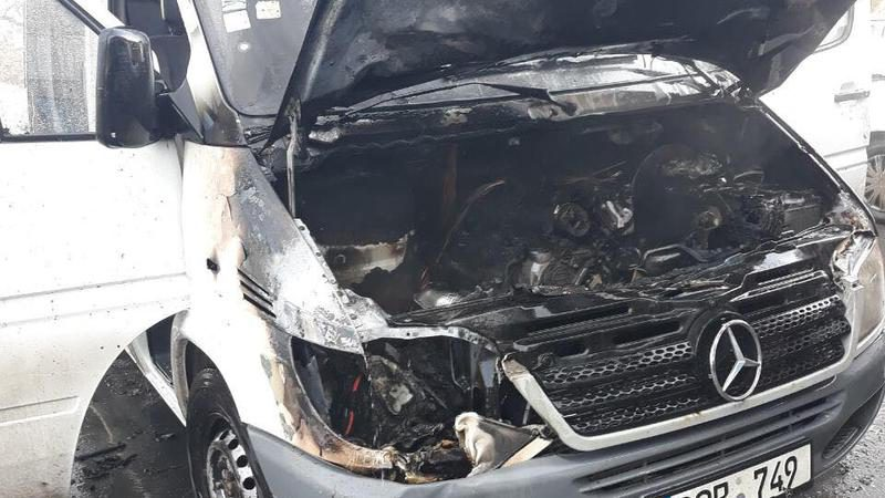 В Кишиневе во время движения загорелся микроавтобус (ФОТО)