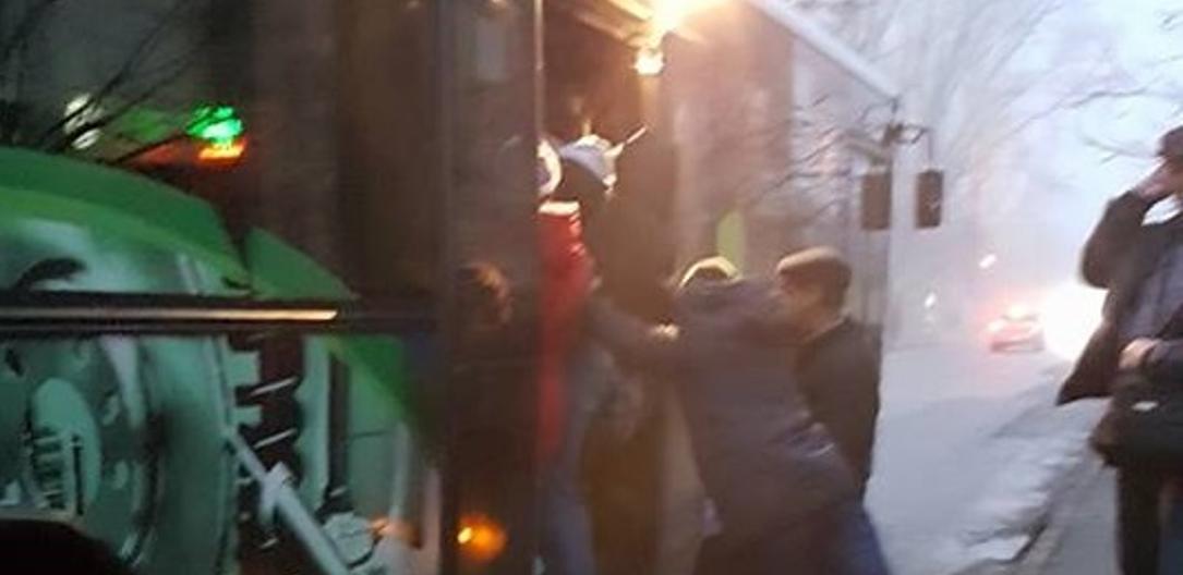 Как селёдки в бочке: кишинёвцы жалуются на страшную давку в автобусах (ФОТО)
