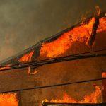 В Кирсово от пожара пострадала крыша жилого дома
