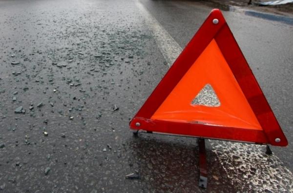 Авария в Кирсово: легковушка съехала с дороги и врезалась в опору ЛЭП