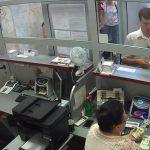 Мошенник, обманувший кассиршу банка на 20 тысяч леев, попал на камеру: полиция объявила розыск (ВИДЕО)