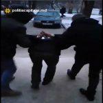 В столице задержали вора-рецидивиста, грабившего прохожих (ВИДЕО)