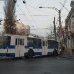 ДТП в центре столицы: набитый битком троллейбус врезался в столб (ФОТО)
