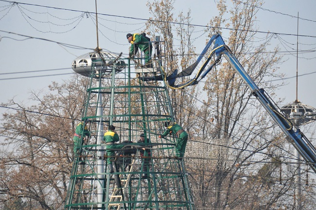 Каркас главной ёлки столицы готов: как выглядит новогодняя красавица на данном этапе (ФОТО)