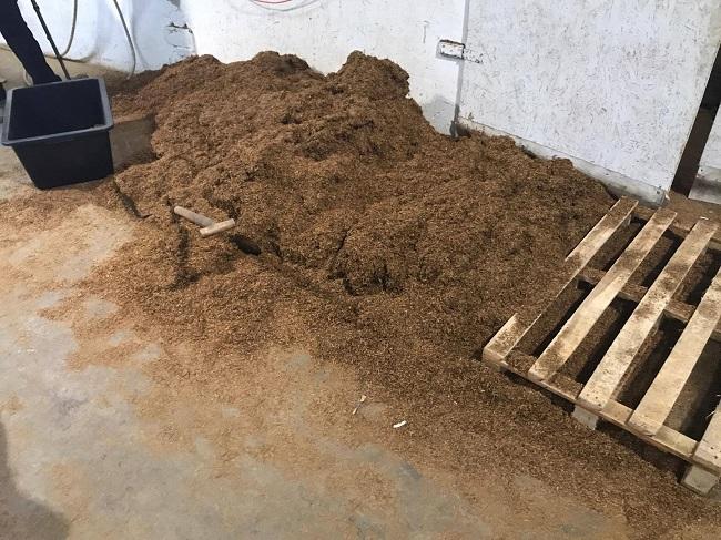 В Польше обезврежена подпольная табачная фабрика, в работе которой были задействованы граждане Молдовы (ФОТО, ВИДЕО)