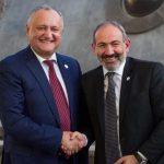 Додон поздравил Пашиняна с убедительной победой на выборах в Армении