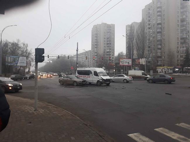 На Ботанике маршрутка с пассажирами попала в серьёзную аварию (ФОТО)