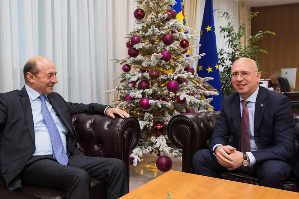 Филип обсудил с Бэсеску объединение Молдовы и Румынии