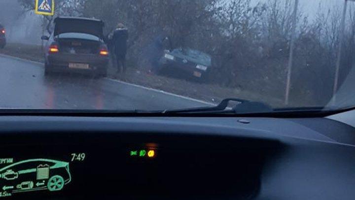 Авария рядом с аэропортом: два автомобиля сильно пострадали