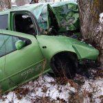 ДТП в Унгенах: молодая женщина госпитализирована после столкновения авто с деревом