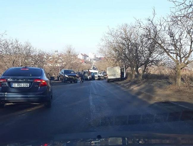 Утренняя цепная авария на Телецентре: повреждены минимум три автомобиля