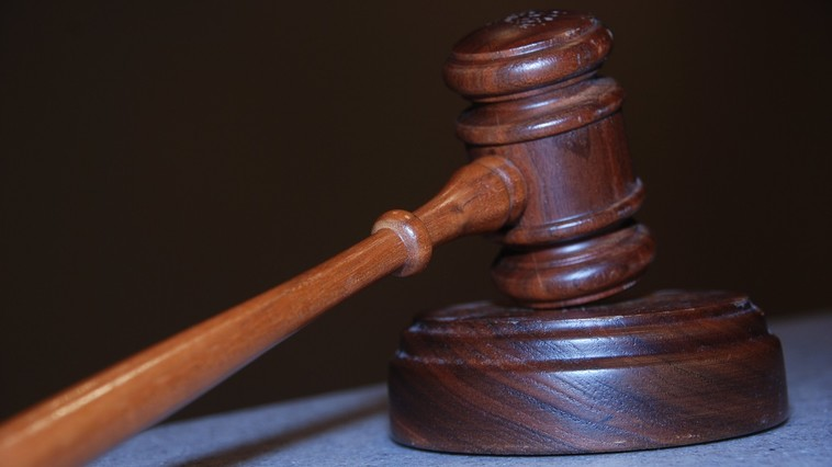 В Глодянах прокурора подозревают в злоупотреблении служебным положением