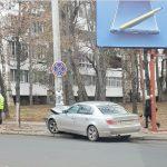 Иномарка протаранила столб в самом центре столицы (ФОТО)