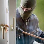В Дондюшанах преступники в масках ограбили пенсионерку в её собственном доме