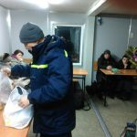 Автобус с гражданами Молдовы попал в «снежный плен» в Кременчуге: понадобилась помощь МЧС (ФОТО)
